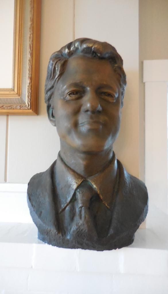 Bill Clinton bust