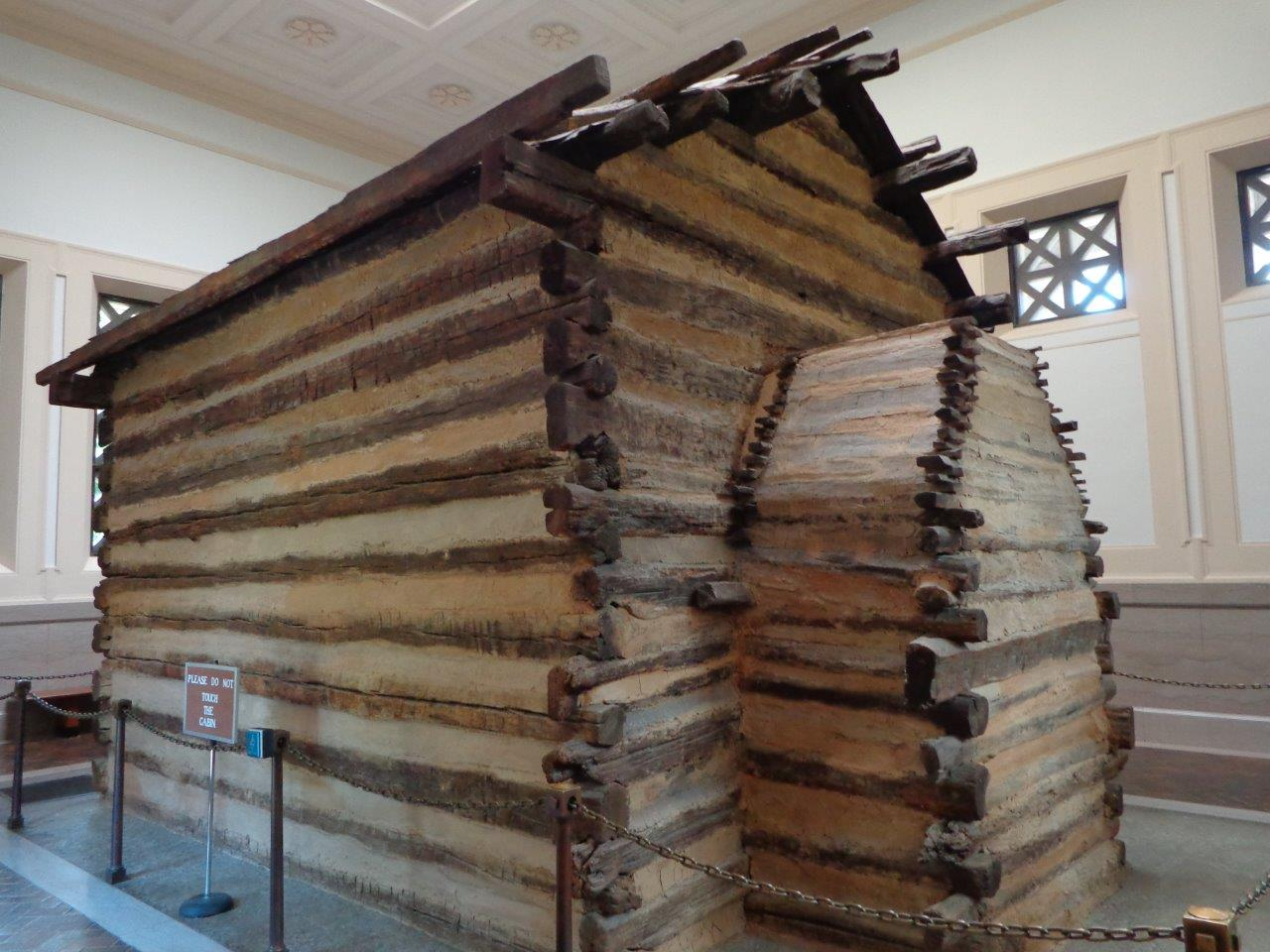 photo of replica Abraham Lincoln birthplace log cabin