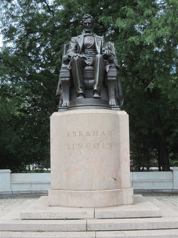 Lincoln statue in Grant park chicago