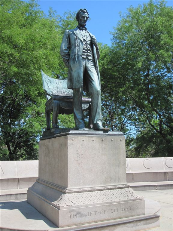 Abraham Lincoln statue at Lincoln Park in Chicago