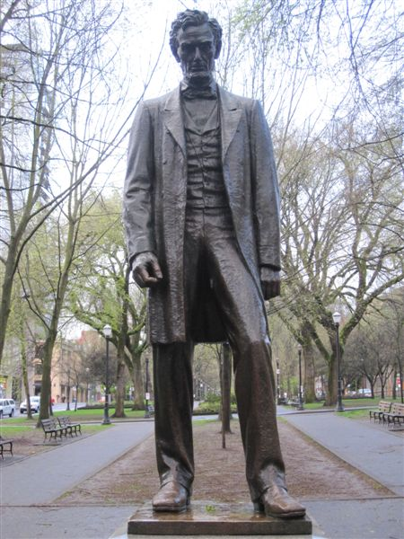 Abraham Lincoln statue in Portland, Oregon