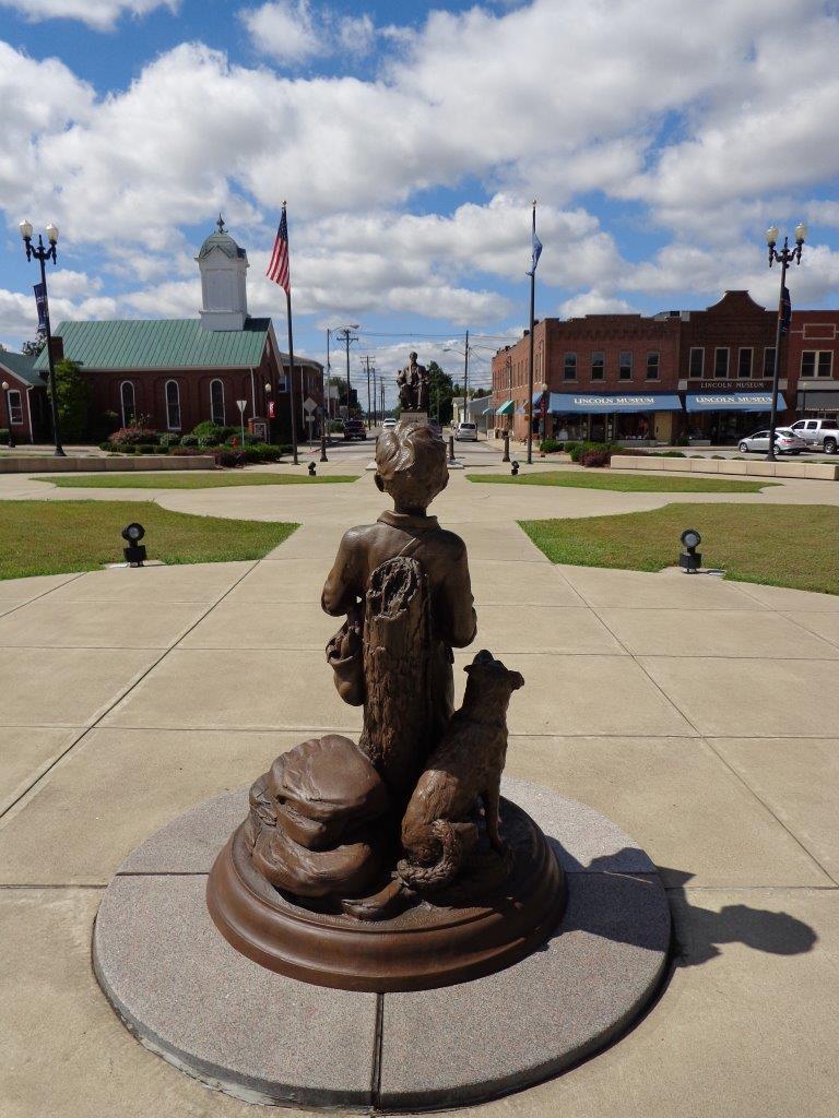 Hodgenville square Lincoln statues