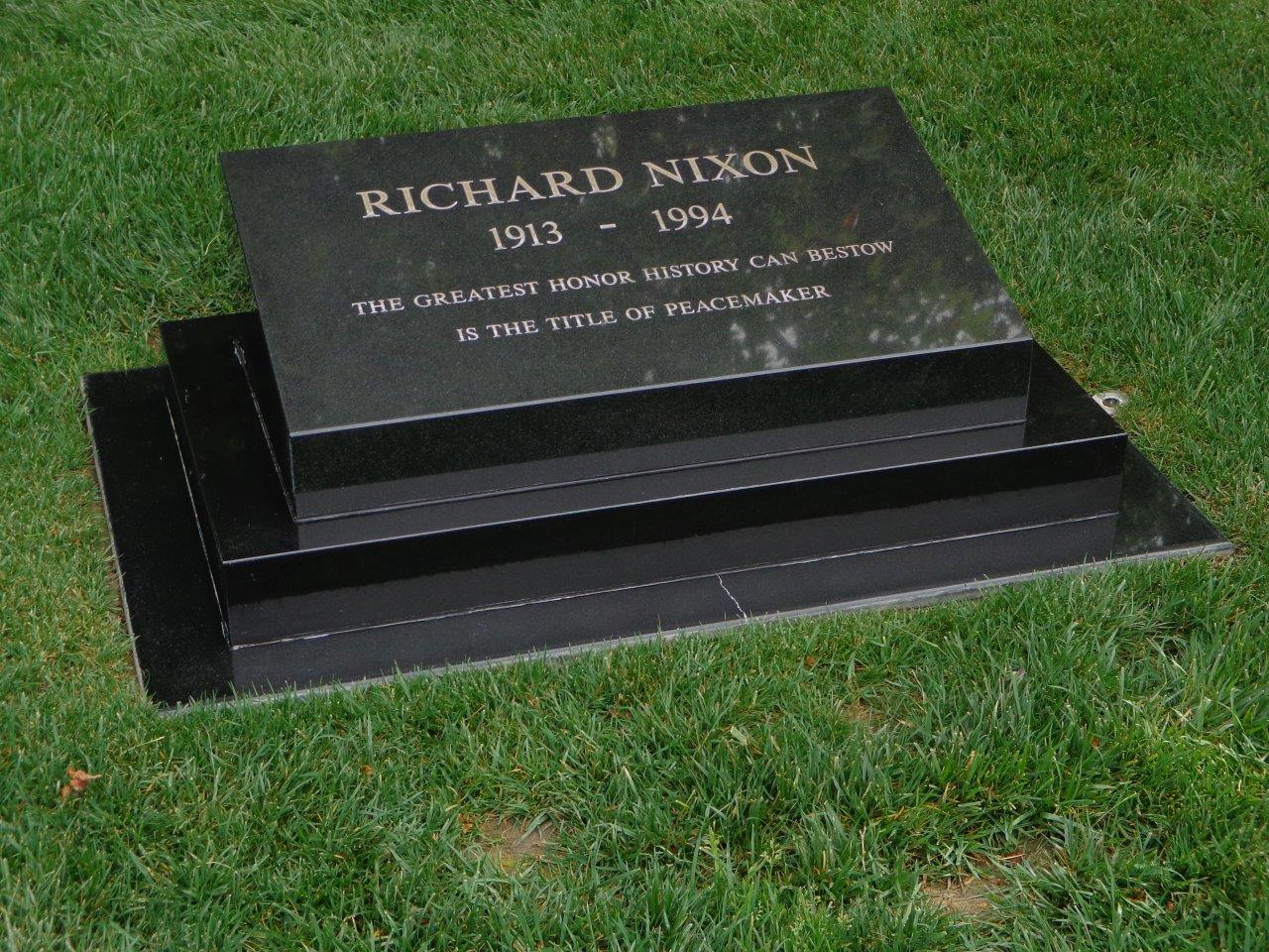 Richard Nixon gravesite and burial location