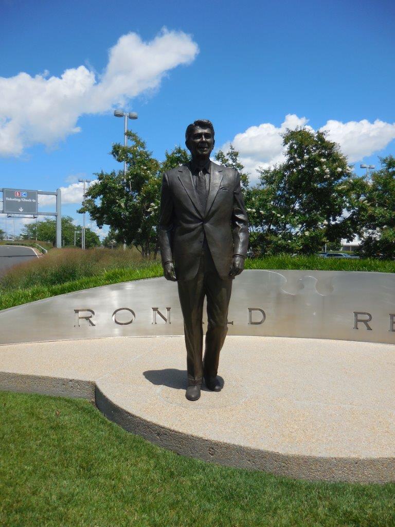 Reagan statue at Washington National Airport